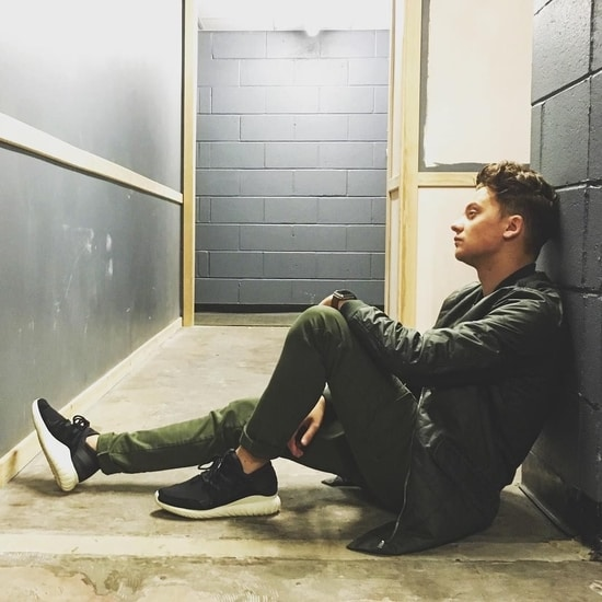 ain't got no friends song review by conor maynard